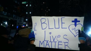 ... _RTRMADP_BASEIMAGE-960X540_USA-POLICE-NYPD-SUPPORT-RALLY-ROUGH