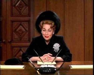 Faye-Dunaway-as-Joan-Crawford-in-Mommie-Dearest.jpg