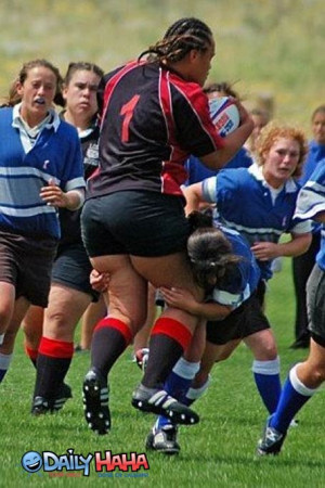 Large_woman_playing_Rugby