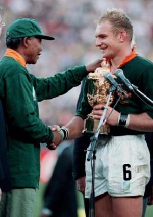 Nelson Mandela con François Pienaar il giorno della finale di Coppa ...