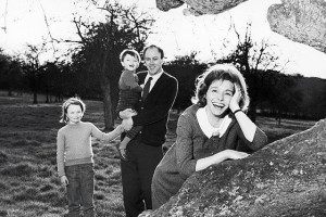... actor Patricia Neal pose with their children Tessa and Theo, 1964