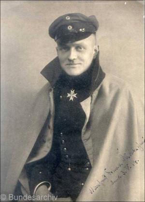 Manfred von Richthofen exibe em seu peito a Pour Le Mérite