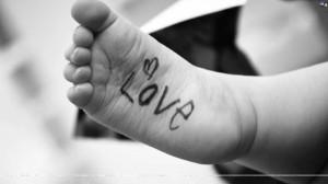 132827-cute-baby-baby-foot-love.jpg