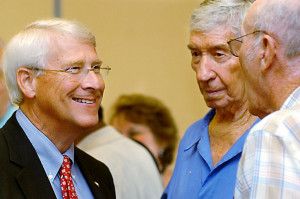sen roger wicker u s sen roger wicker left speaks