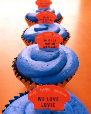 "BEAR DOWN CUPCAKES"" WIN WITH CHICAGO BEARS FANS!"