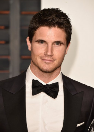 Robbie Amell at event of The Oscars (2015)