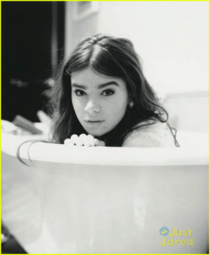 Hailee Steinfeld to 'Malibu' Mag: I Have a Normal Teenage Life ...