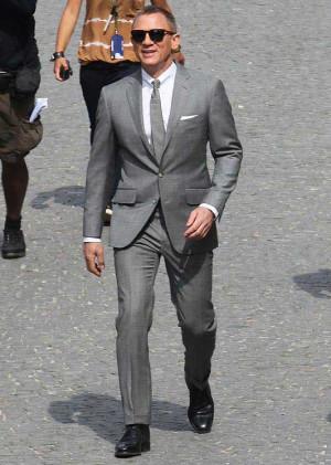 ... Daniel Craig, Grooms Suits, Grey Suits, Bond Grey, James Bond, Skyfall