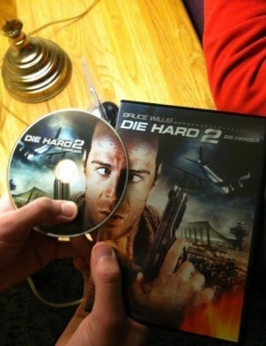 DIE HARD 2 BRUCE WILLIS CROSS-EYED CROSSED EYES :P
