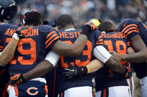 ... 16 2012 chicago il usa members of the chicago bears pays tribute