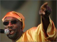 Isaac Hayes canta en la Feria Estatal de Michigan en Detroit en esta ...