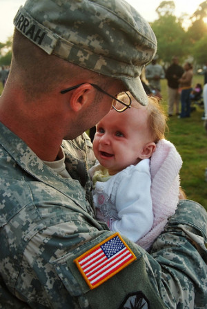 30 Pictures of Soldiers Returning Home