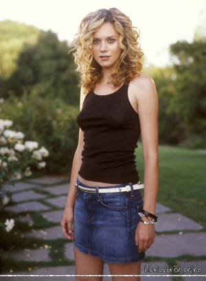 Hilarie Burton photo 23