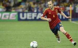 Andrés Iniesta, durante un partido con la selección española | Foto ...