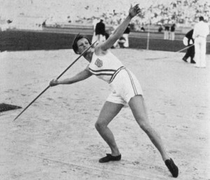 Babe Didrikson throws javelin, winning the gold medal at the 1932 ...