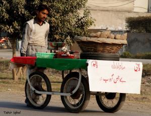Best Funny Signboards in Urdu: Baichaen Group selling Shakar Qandi ...