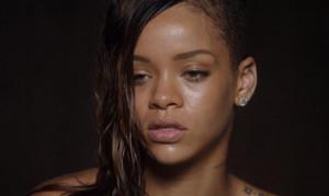 Photo de Stay de Rihanna, sans maquillage dans son nouveau clip