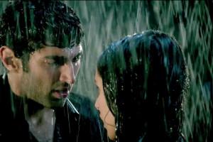 Aashiqui 2 Ramance Scene in Rain | Aashiqui 2 Hot Love Scene