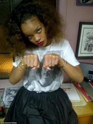 Good Girl Gone Thug! Rihanna tweets photo of knuckle tattoo inspired ...