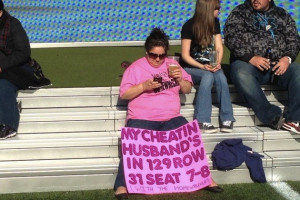 Wrestlemania 29: Woman Gets Back At Cheating Husband With Sign (PHOTO)