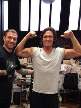 Joe Nichols shows off new tattoos Facebook: https://www.facebook.com ...