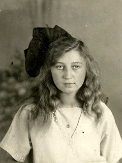 portrait of miep around 1925 in 1925 when miep
