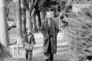 Still of Bruce Willis and Haley Joel Osment in The Sixth Sense (1999)