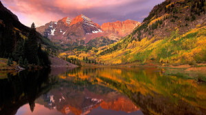 Mountains, lake and autumn Picturesque Aspen, Colorado, combines every ...