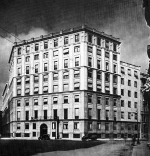 Palazzo Civita, piazza Eleonora Duse completato nel 1933, qui in un ...
