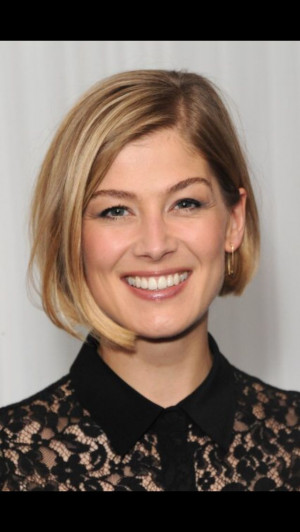 Rosamund Pike - Short asymmetrical bob with highlighted fine blonde ...