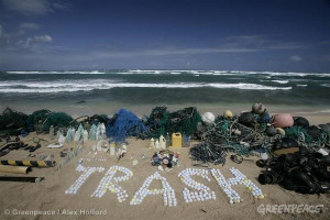 Defending Our Oceans Tour - Hawaii Trash. 10/26/2006 © Greenpeace ...