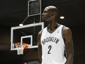 watch-kevin-garnett-use-beats-by-dr-dre-to-quiet-heckling-knicks-fans ...