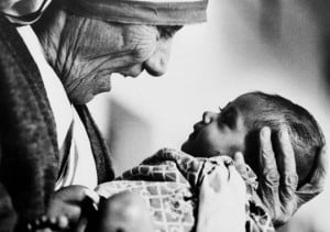 Mother Teresa cradles an armless baby girl at her order's orphanage in ...