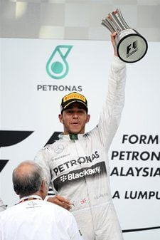 Lewis Hamilton (GBR) Mercedes AMG F1 receives his trophy from YAB Dato ...