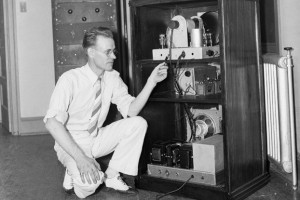 Philo T. Farnsworth demonstrating his TV unit for the press in 1935 ...