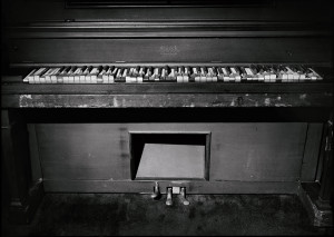 jerry lee lewis piano in his home mississippi jim herrington jerry lee ...