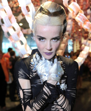 Daphne Guinness's glove story