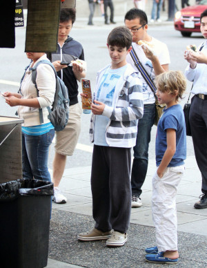 Zachary Gordon Peyton List Getting Japadog Hx3JR55358wxjpg
