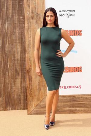 Camila Alves enfunda sus curvas en verde