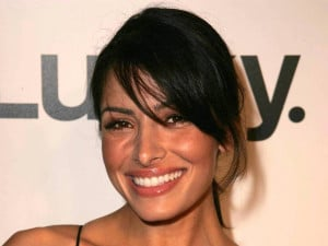 Download Sarah Shahi Wallpaper