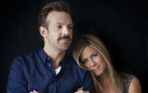 Jason Sudeikis and Jennifer Aniston star in