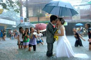 Wedding Flood: Couple In Philippines Says 'I Do' In Knee-Deep Flood ...