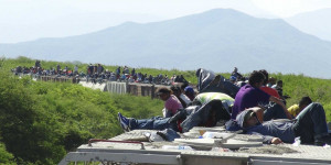 mexican-cargo-train-carrying-1300-migrants-to-the-us-derails.jpg