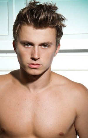 Kenny wormald fr n centre stage turn it up Han hade as snygg mage BTW