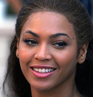Beauty Stardard Criticizes Beauty Standards