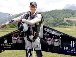 Historical flight - Swiss 'Rocketman' Yves Rossy crosses English ...