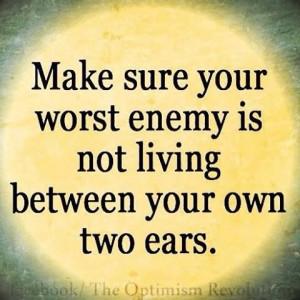... no este viviendo entre tus propios oidos. #quotes #frases #paranoia