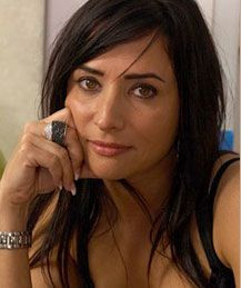 Pamela Adlon -- watch her on Californication and Louie. She's ...