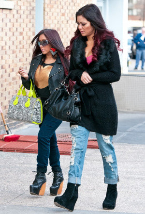 snooki jwoww snooki was snapped sporting a large diamond blinger while ...