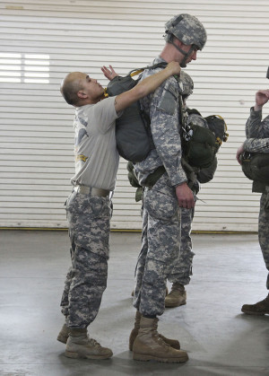 World's Tallest Paratrooper JMPI'd By World's Shortest ...